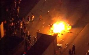 charlotte-riot-i-85-looing-burning-400x250